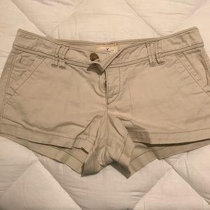American Eagle khaki shorts size 8